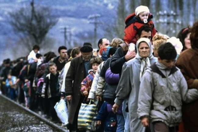 В помощь беженцам