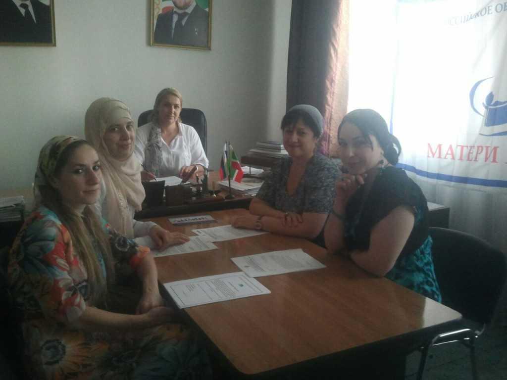 """Матери Чеченской Республики собирают подписи в поддержку акции """"Дети имеют право на жизнь"""""""