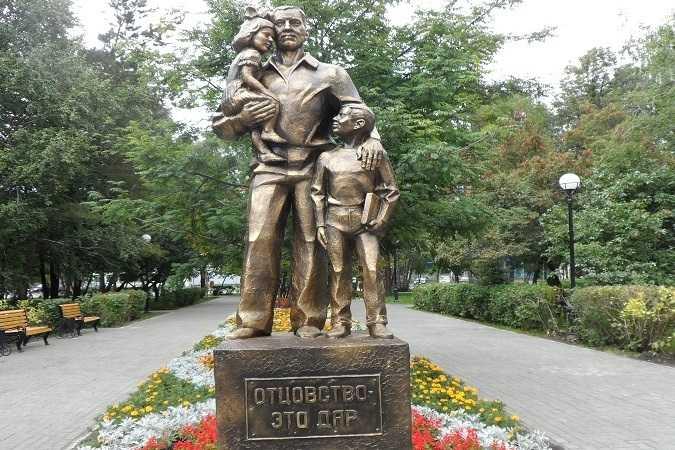 Где памятники отцу 1 сколько стоит гранитный памятник в салехарде