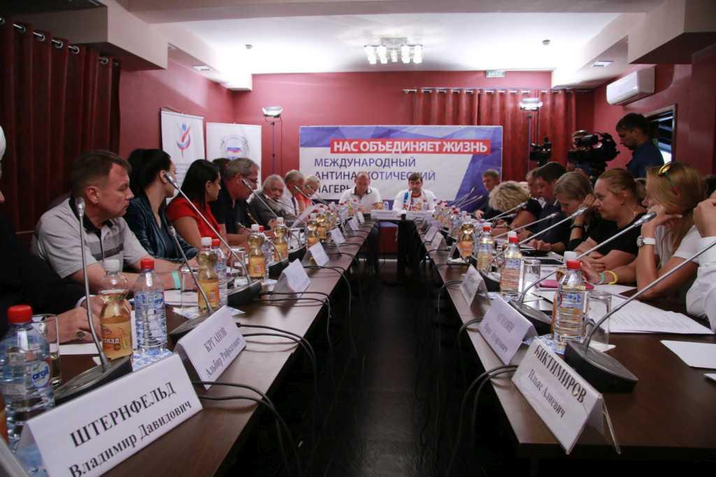 30 августа В Крыму состоялось заседание Межфракционной депутатской рабочей группы по вопросам профилактики и комплексной реабилитации наркомании, ВИЧ-инфекции и других социально значимых заболеваний