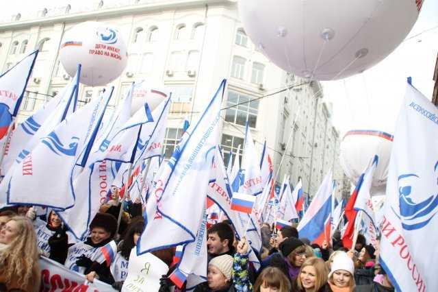 Участники шествия движения «Антимайдан» под девизом «Год Майдану. Не забудем, не простим!»
