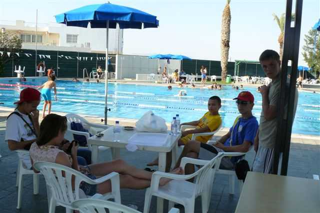 отдых и обед у бассейна (3)