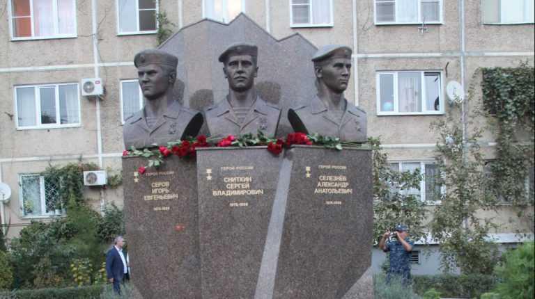 Мемориал  Героям-Ярославцам в Махачкале