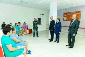 Губернатор Юрий Берг поздравил пациенток оренбургских роддомов с Днем матери