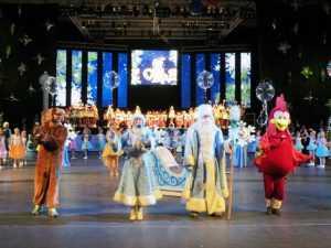 В Оренбурге областной новогодний утренник собрал две с половиной тысячи детей