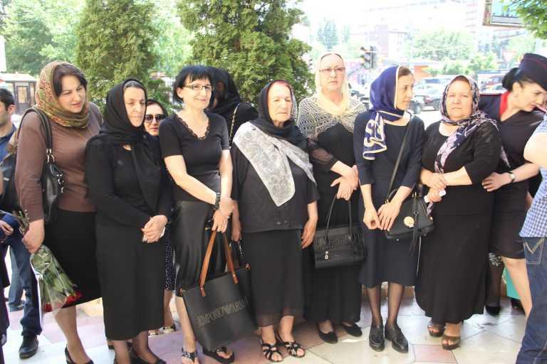 В Дагестане открыли мемориальную доску в честьГероя России Магомеда Нурбагандова