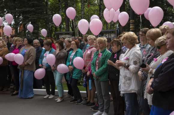 """""""Розовая ленточка"""" в канун праздника дня памяти небесных покровителей."""