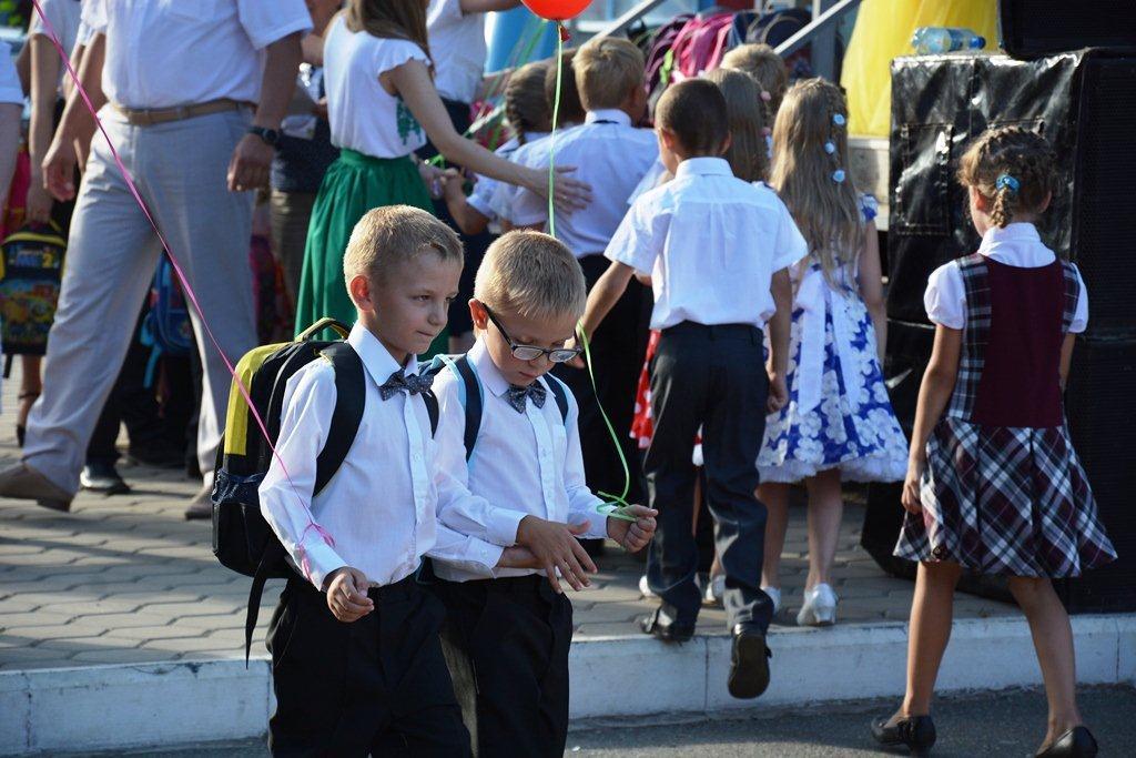 В Оренбуржье детей в школу собирают всем миром
