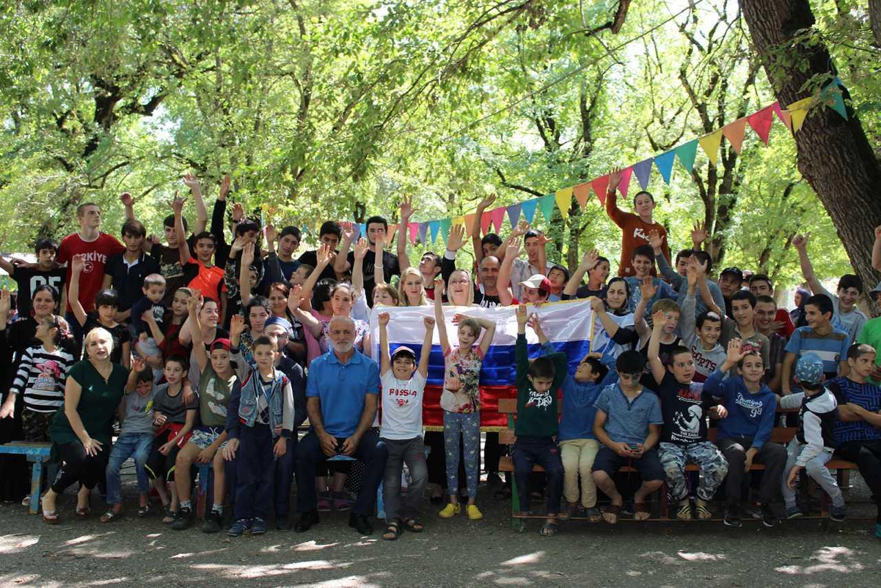 Детей детского дома Каспийска навестили в летнем оздоровительном лагере