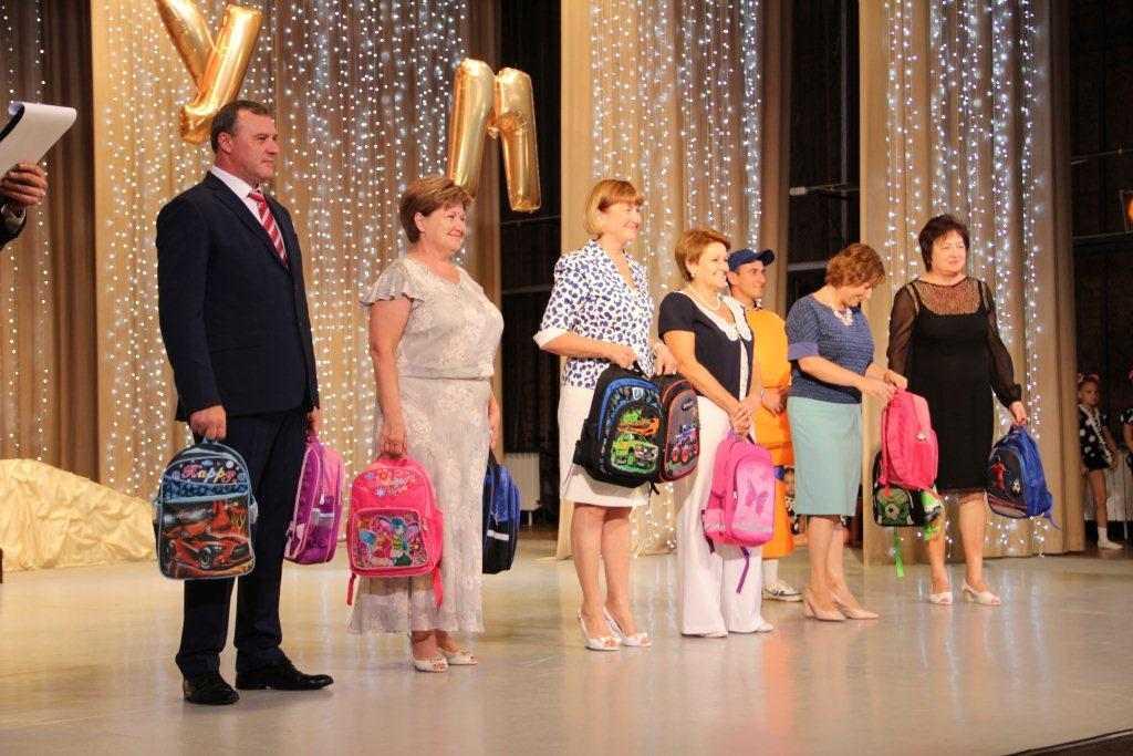 «Соберем ребенка в школу»: оренбургские первоклассники получили портфели