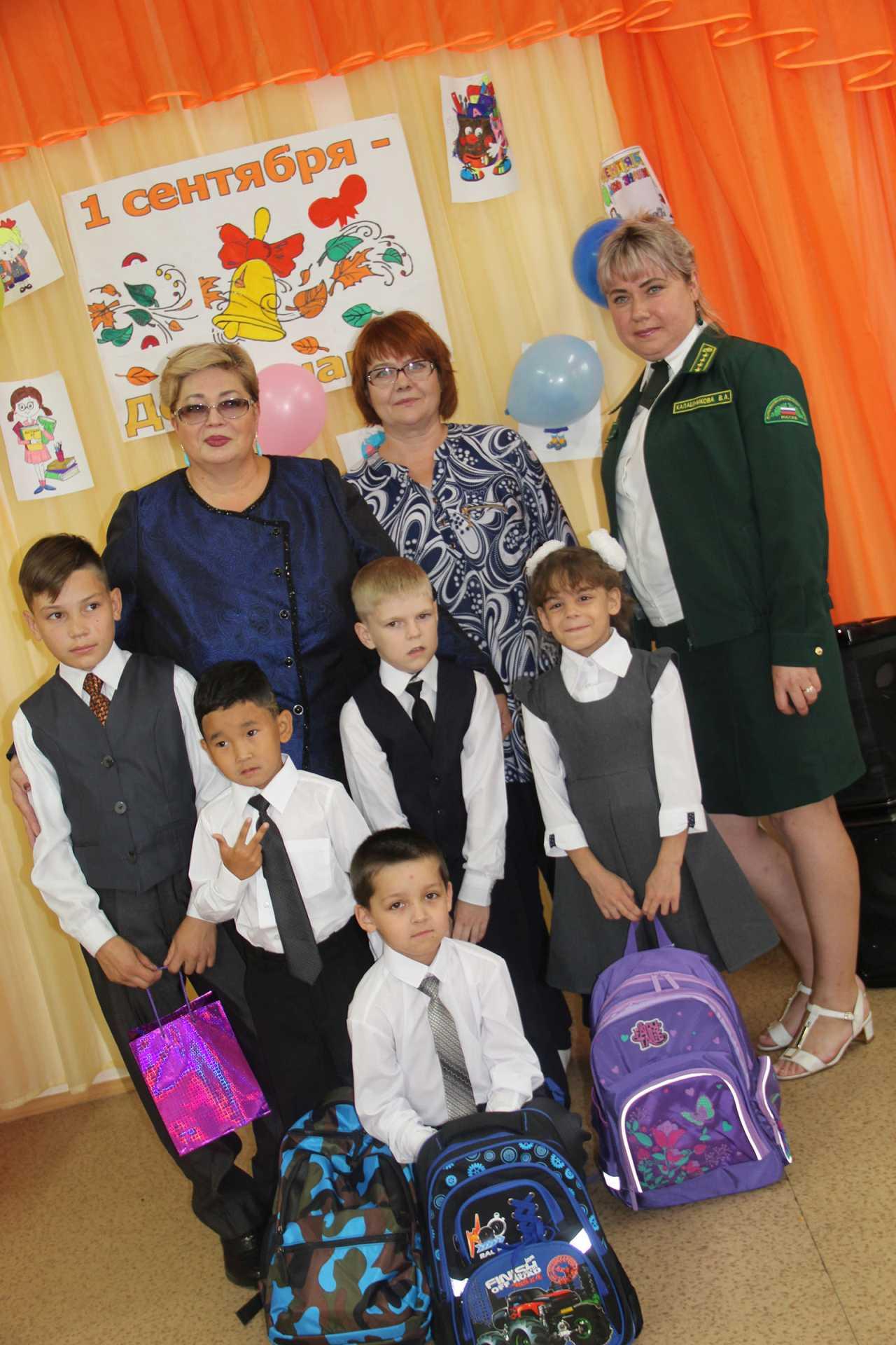 В Бурятии первоклашкам социальных центров помогли собраться в школу