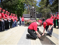 2 мая 2014г. в Малокарачаевском районе Карачаево-Черкесской Республики установлен памятник жертвам депортации карачаевского народа