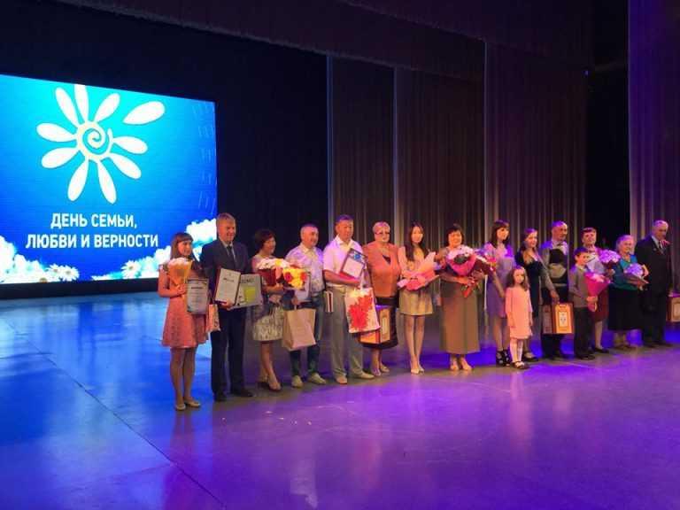 Семьи Бурятии отметили государственными и общественными наградами