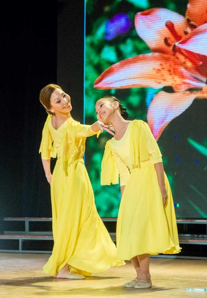 В День матери в Якутске впервые состоялся конкурс танцующих матерей и дочерей